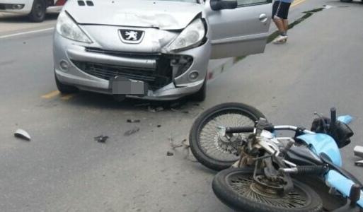 Fractura de cráneo para un chico de 23 que chocó en moto en Etruria