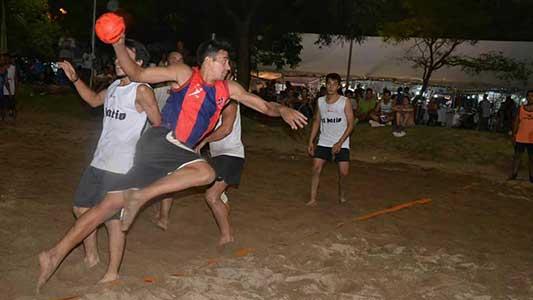 El handball muestra que crece y pisó fuerte en la arena de la costanera