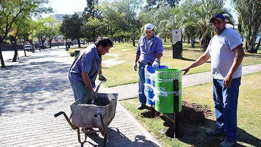 Costanera: pusieron 22 nuevos cestos de recolección diferenciada