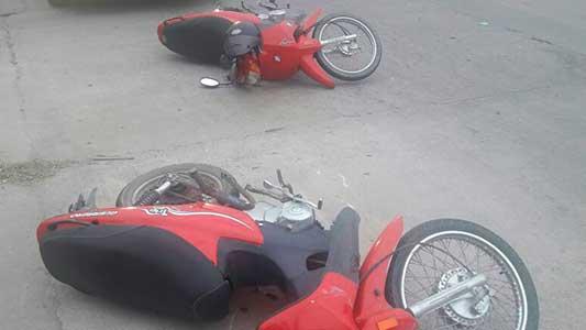 Choque entre dos motos en Villa Nueva: un hombre herido
