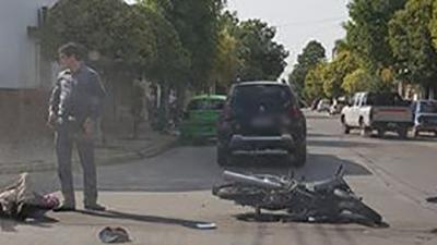 Con heridas tras chocar con su moto en esquina céntrica