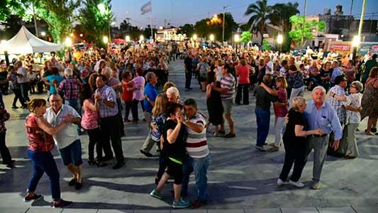Multitudinaria noche para la primera gran actividad del verano en Villa María