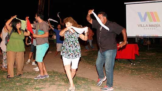 Llega la hora de los bailarines y cantores que se animen en los fogones