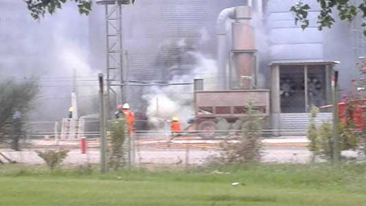 Incendio en un acopio de cereales sobre ruta 9: trabajan 3 dotaciones