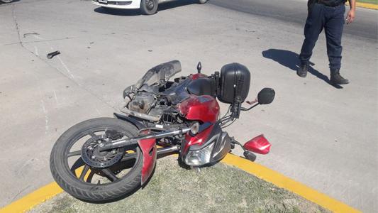 Dos horas, tres accidentes: traumatismo de cráneo para joven motociclista