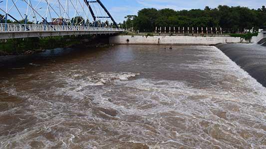 Por las lluvias, vuelven a abrir el Dique Piedras Mora y subirá el río