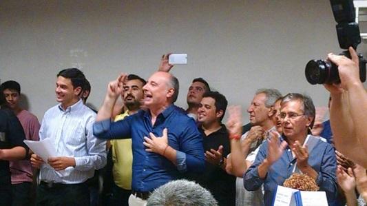 """Como en acto de campaña, Accastello llenó el PJ y se cantó """"la marchita"""""""