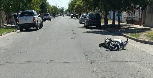 Heridas graves para motociclistas que chocaron en esquinas
