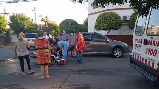 Mujer embarazada chocó en moto y fue llevada al Hospital