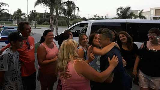 Las fans que pudieron abrazar y sacarse fotos con Alejandro Sanz