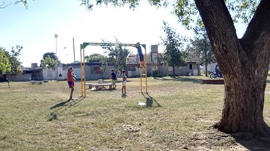 Peques felices: la plaza del San Juan Bautista tiene nuevos juegos