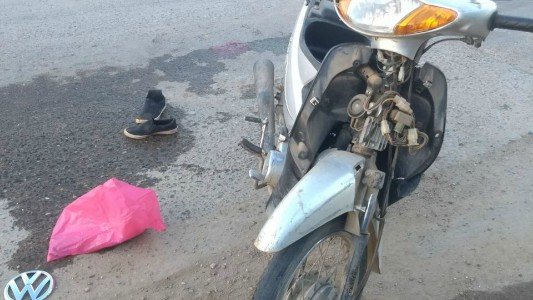 Motociclista con heridas graves al accidentarse en avenida Perón