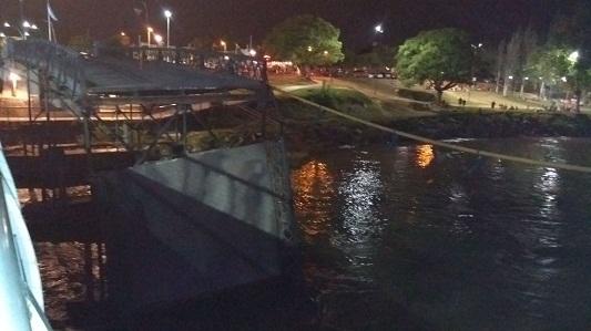 ¿Por qué se demorada la reconstrucción del puente que se cayó?