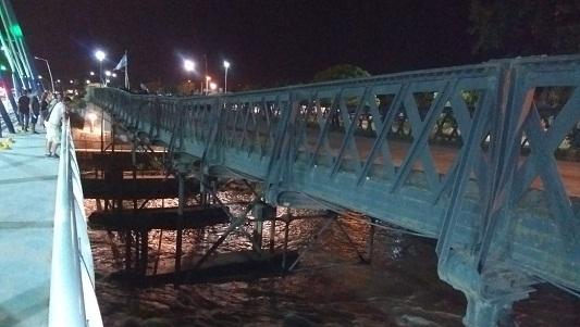 Cedió la estructura del puente que usaban de estacionamiento