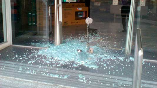Estallaron puerta de Musicalísimo para robar teléfonos celulares