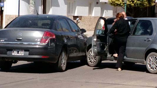 Accidente entre dos autos no ocasionó heridos