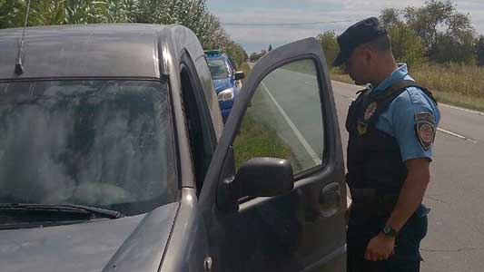 Dejaron abandonado cerca de Villa Nueva un auto robado en enero