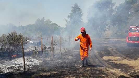 Incendios sin fin: Esta vez las llamas entraron al Golf y afectaron la cancha