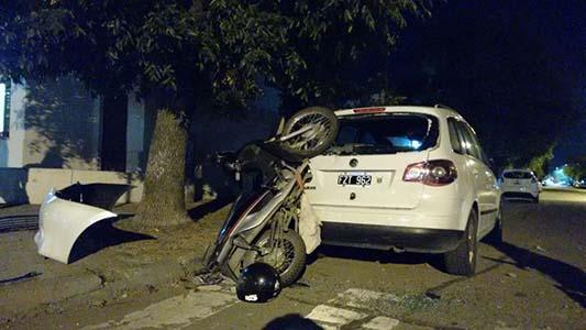 Falleció la joven que chocó contra un auto que se había dado a la fuga