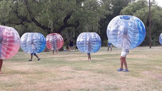 Con fútbol en burbuja, música y shows Villa Nueva despidió al verano