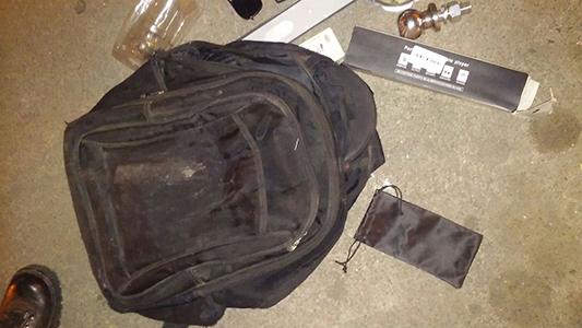 Con la mochila llena, pero no de útiles: adolescente detenido de madrugada