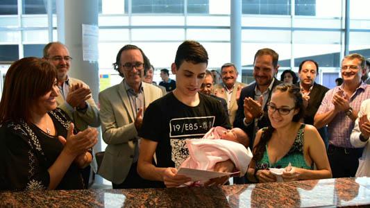 Se llama Isabella la primera niña inscripta en el Registro Civil desde el Hospital Pasteur