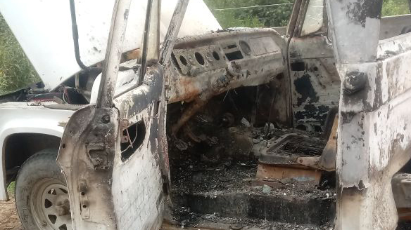 El fuego arrasó con el interior de una camioneta