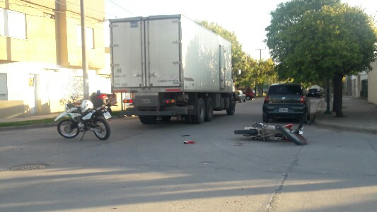 Choque moto camion