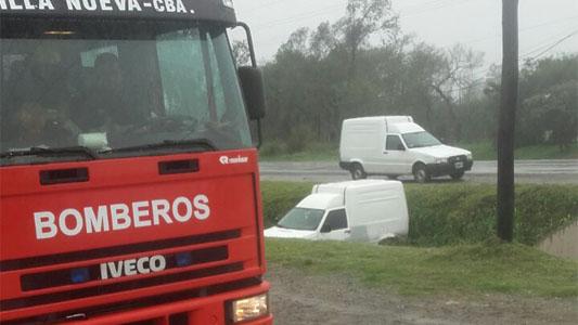 Dos autos rozaron y uno terminó en la banquina de la ruta N 2