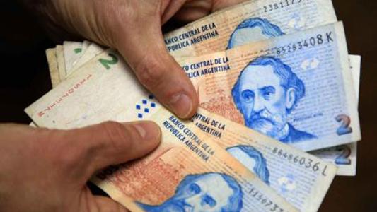 Billetes de 2 pesos: destino útil y solidario para una casa de niños