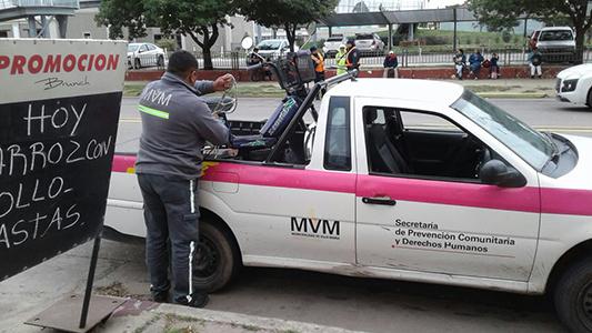 camioneta municipal carga moto