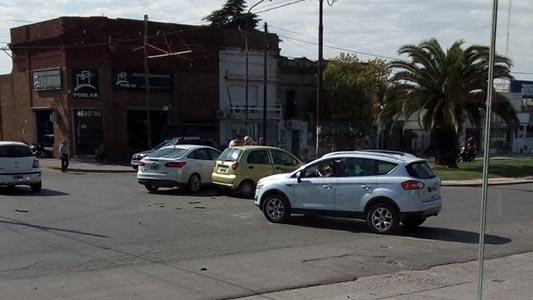 Automóvil no frenó y generó un choque en el bulevar
