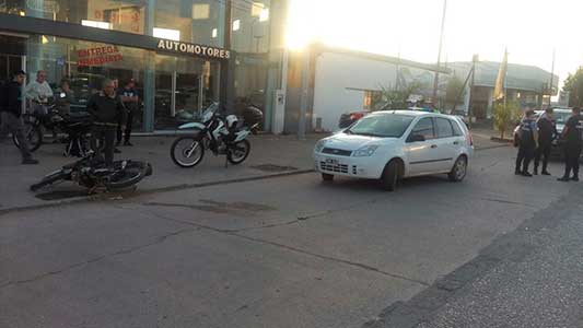 Chocan en moto: padre, hijo y una adolescente fueron los heridos