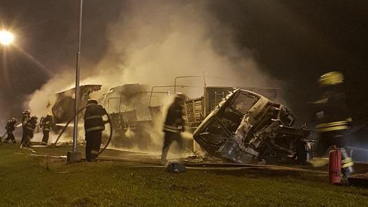 Choque fatal: Se incendiaron 2 camiones y murió una persona