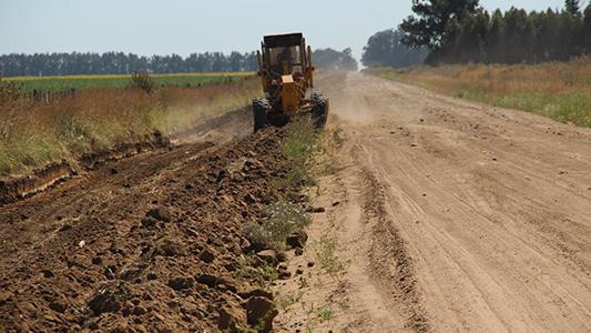 Pavimentarán sólo 100 kilómetros de caminos rurales