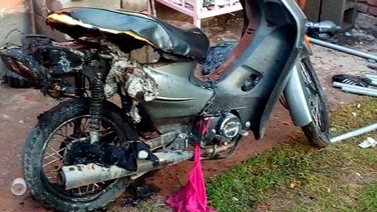 Denunció a su ex por violento y en venganza le quemaron la moto