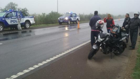 Choque entre dos camiones y una motocicleta en la 158