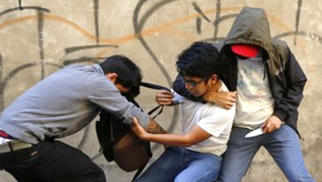 Padres denuncian cuatro casos de robos a la salida de una escuela