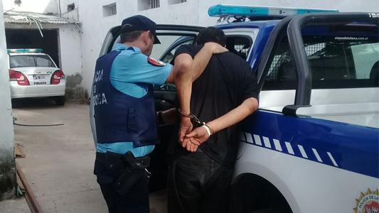 Hombre de Córdoba robó un celular y lo detuvieron al lado del río