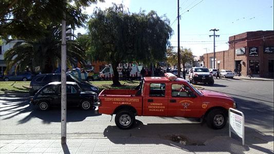Un auto rozó a una mujer que venia caminando y tuvo que ser asistida por Bomberos