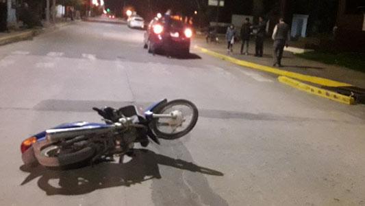 Pasó volando y dejó inconsciente a un motociclista en la salida del Parque
