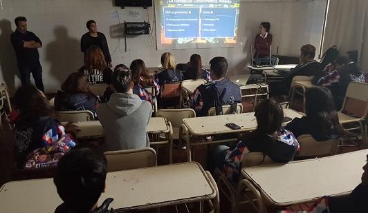 Enseñan a los estudiantes a usar el portal de datos