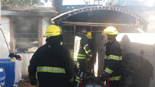 Incendio en una vivienda: 15 Bomberos sofocaron el fuego