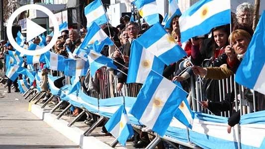 Mirá el desfile provincial y actos oficiales por el 25 de Mayo
