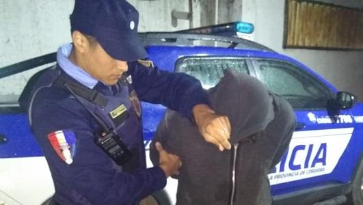Rompieron vidrios de concesionaria y fue detenido un joven