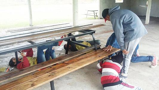 Taller de carpintería suma oportunidades para chicos de la Escuela Granja