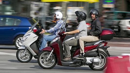 Reunión entre empresario de motos eléctricas y concejales