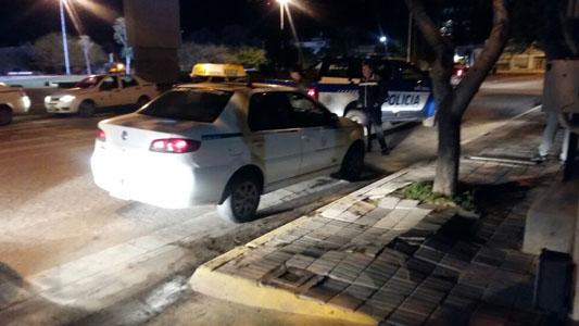 Una noche con varios detenidos: uno intentó robar a remisero con una pistola
