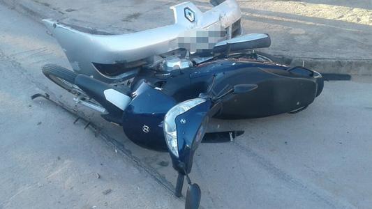 Motociclista fracturada luego de colisionar contra un auto en el San Justo