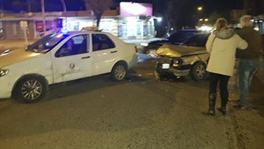 Hay semáforo pero no pasa nada: otro accidente en España y Salta por cruzar en rojo